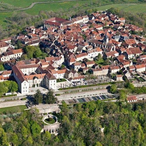 Vue aérienne de Flavigny-sur-Ozerain, Côte d'Or, Bourgogne
