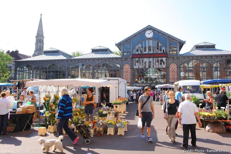 Le marché du dimanche matin de Wazemmes, autour des halles de Lille