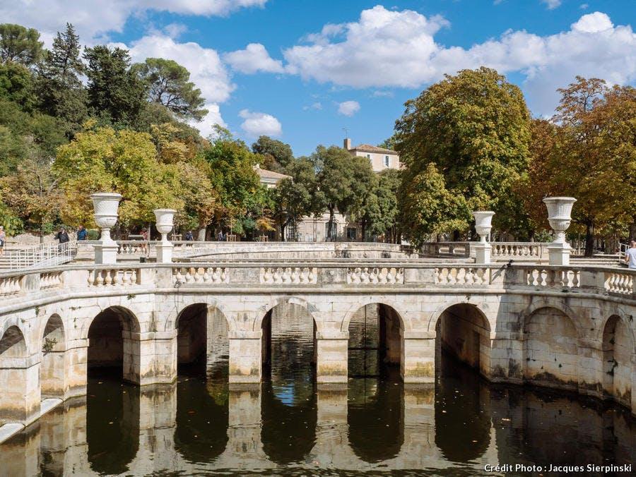 Le nymphée dans les jardins de la Fontaine, à Nîmes