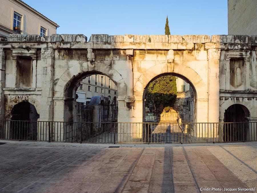 La porte d'Auguste à Nîmes