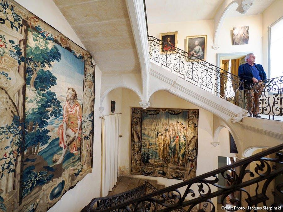 Château de Flaugergues, Folie montpelliéraine, escalier à clef pendante et tapisseries