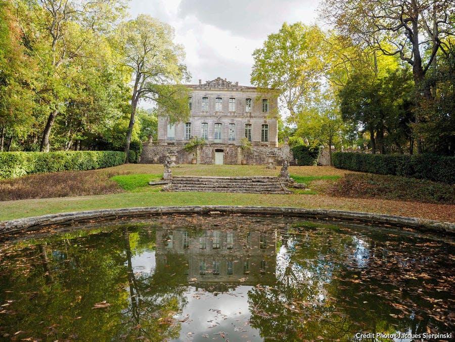 Parc, bassins et statues du château de l'Engarran, folie montpelliéraine