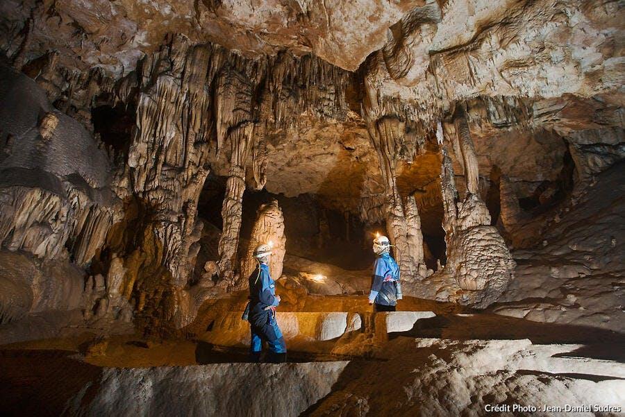 La salle des Gours dans le gouffre du Cuzoul de Sénaillac