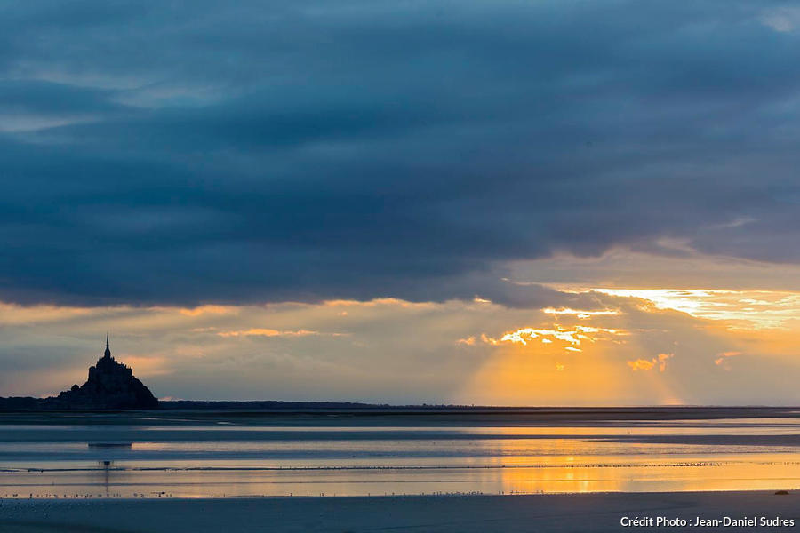 Baie du Mont-Saint-Michel au coucher du soleil