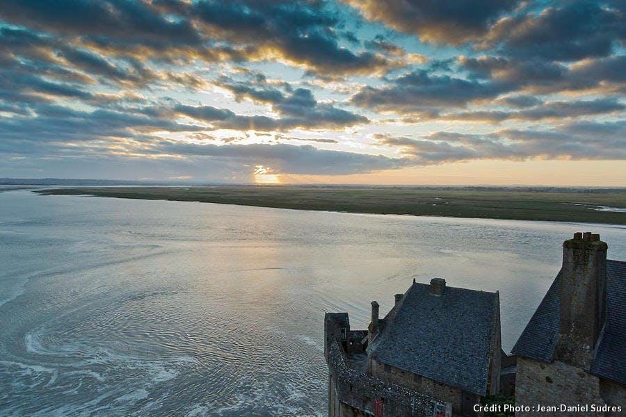 Vue sur la baie depuis le sommet de l'abbaye du Mont-Saint-Michel