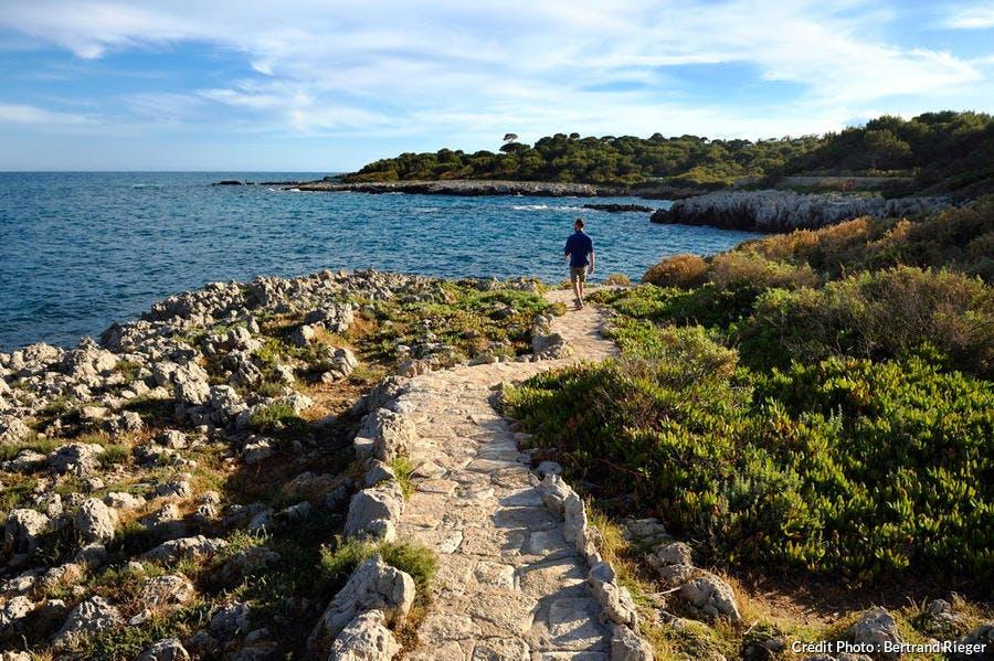 Antibes, Cap d'Antibes, le sentier du littoral Tire-poil (Côte d'Azur)