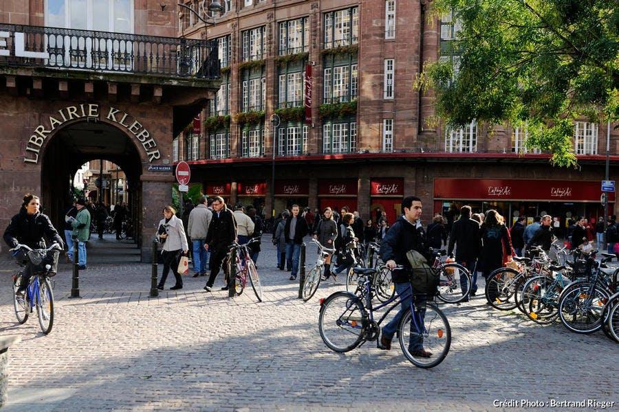 Vélos sur la place Kléber, à Strasbourg