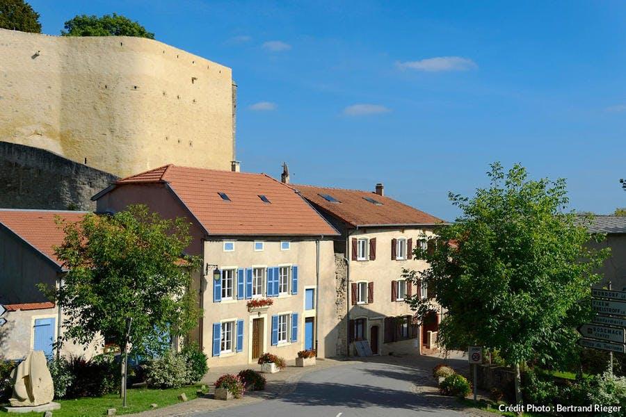 Le village de Rodemack et ses remparts (Lorraine)