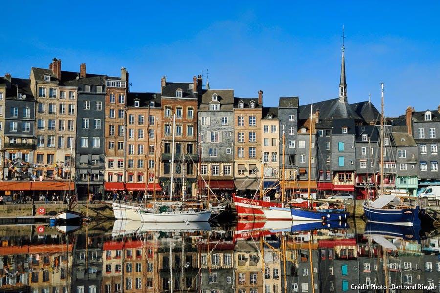 Les maisons sur les quai Sainte-Catherine, port de Honfleur, Normandie