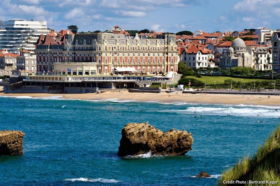 La Grande Plage, l'église orthodoxe russe et l'hôtel du Palais de Biarritz, au Pays Basque