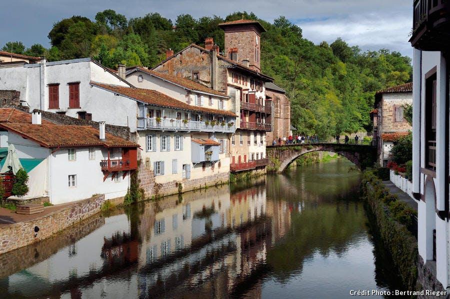 Saint-Jean-Pied-de-Port, le Pont Vieux et l'église de l'Assomption (Pays Basque)