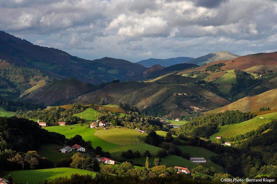 La vallée des Aldudes et le hameau de Esnazu, au Pays Basque