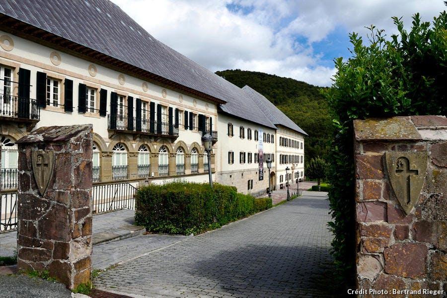 La collégiale royale de Ronceveaux, sur le chemin de Compostelle