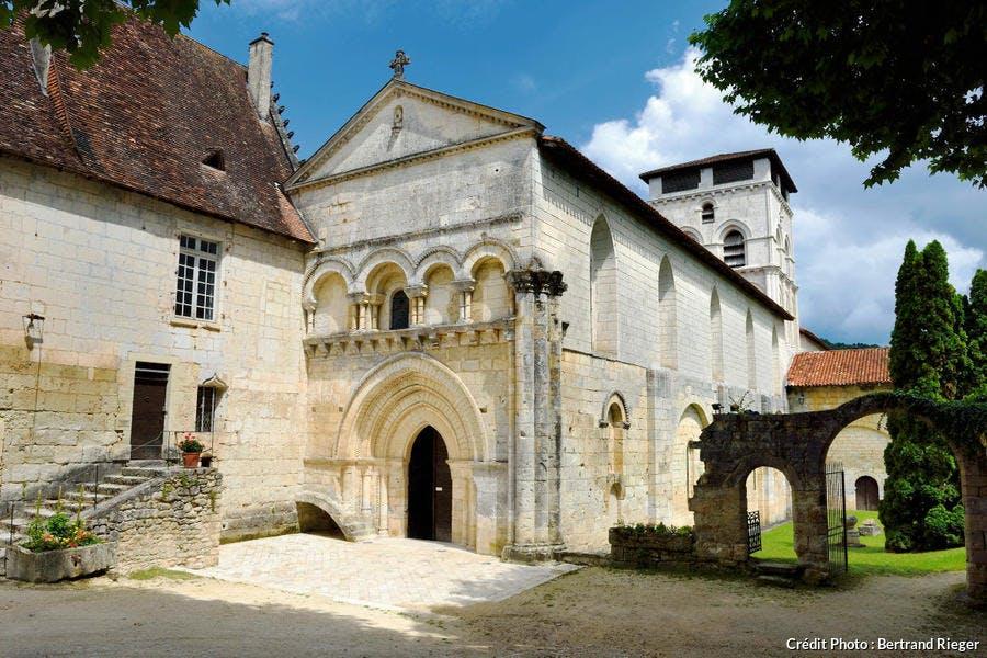 L'abbaye romane de Chancelade, dans le Périgord Blanc (Dordogne)