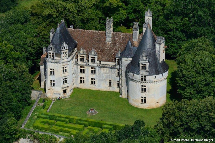 Le château Renaissance de Puyguilhem, à Villars (Périgord)