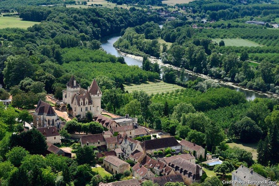 Vue aérienne du château des Milandes, dans le Périgord