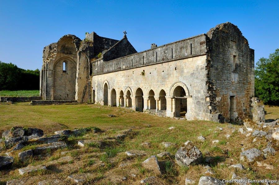 L'abbaye cistercienne de Boschaud, dans le Périgord (Dordogne)