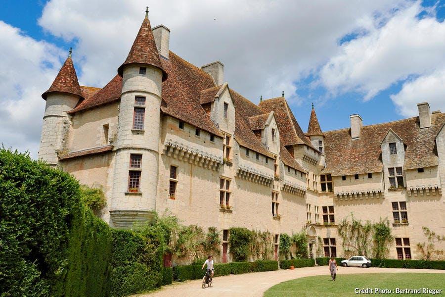 Le château de Neuvic, dans le Périgord Blanc (Dordogne)