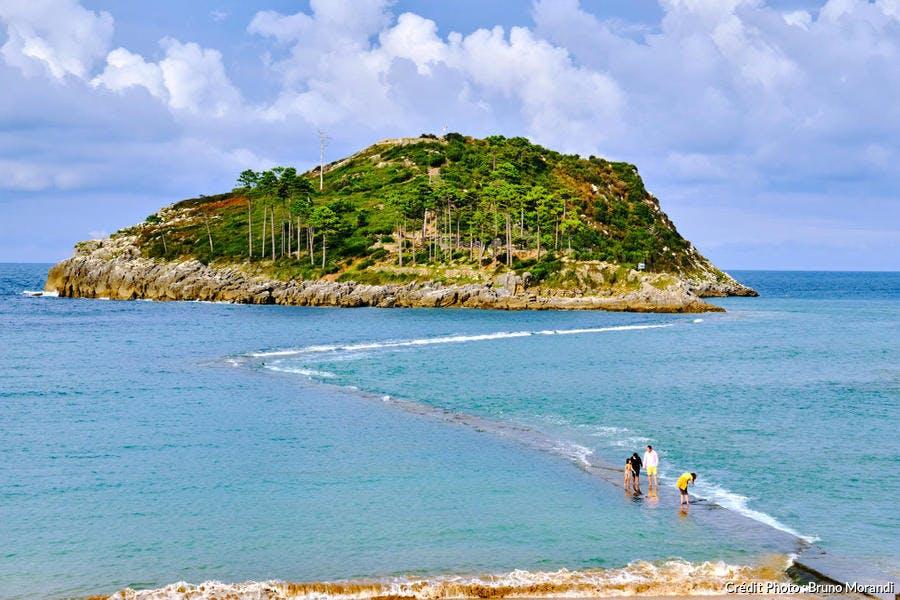 l'île de San Nicolàs près du port de Lekeitio