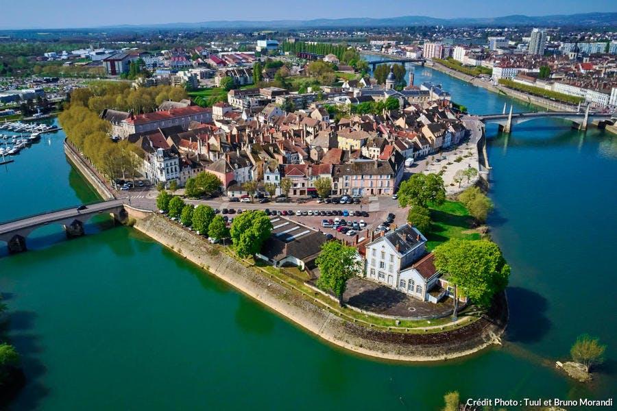 Saint-Laurent, une île dans le centre-ville de Chalo-sur-Saône
