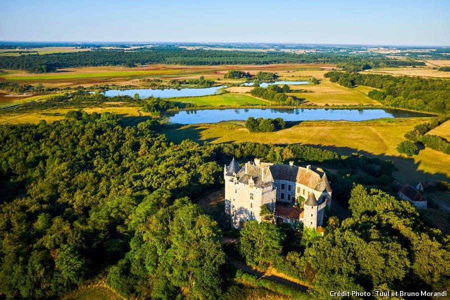 Le château du Bouchet dans le parc naturel régional de la Brenne