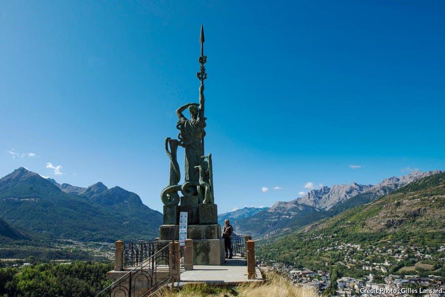 La sculpture la France de Bourdelle au sommet du fort du château de Briançon
