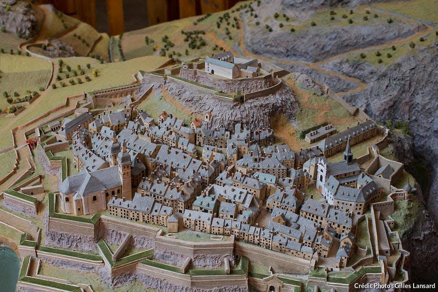 Maquette de la citadelle de Briançon exposée dans l'ancien palais de justice