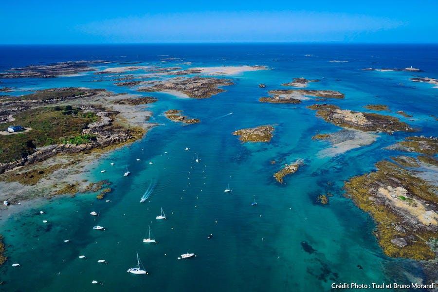 Les îles Chausey à marée basse (Normandie)