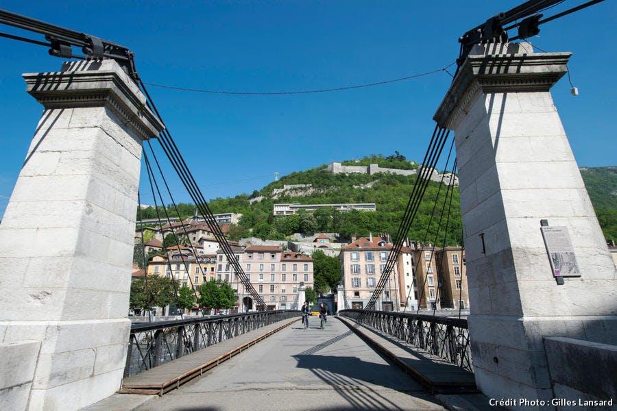 Le pont St-Laurent et la colline de la Bastille, à Grenoble
