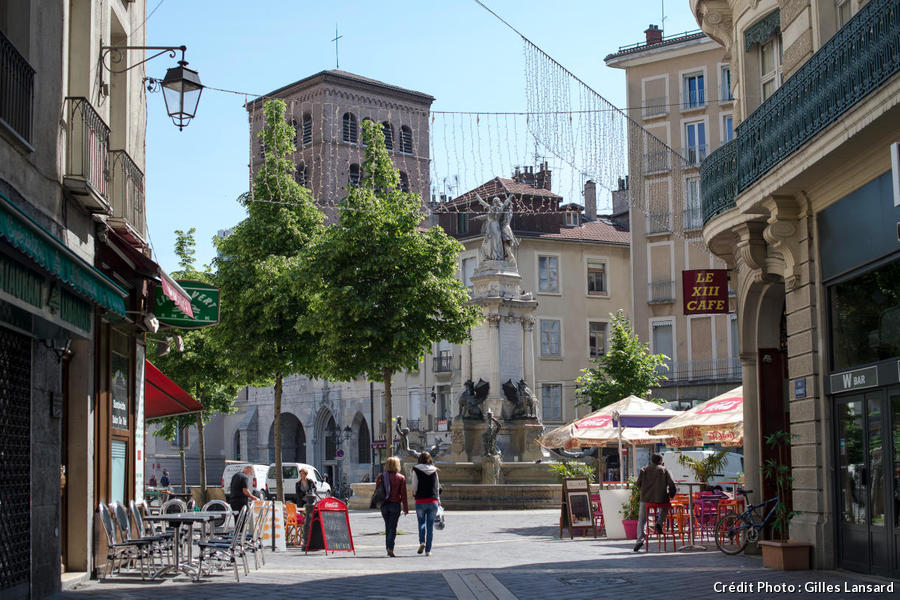 Place Notre-Dame vue de la rue Barnave, à Grenoble