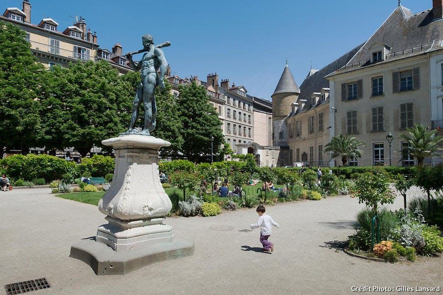 Le jardin de ville et l'hotel des Lesdiguières, à Grenoble
