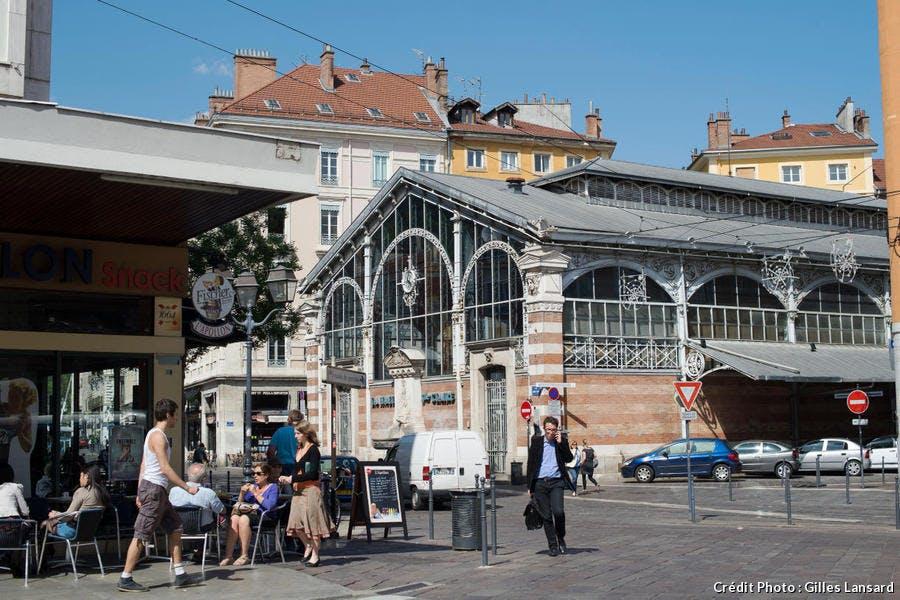 Les halles et la place St-Claire, à Grenoble