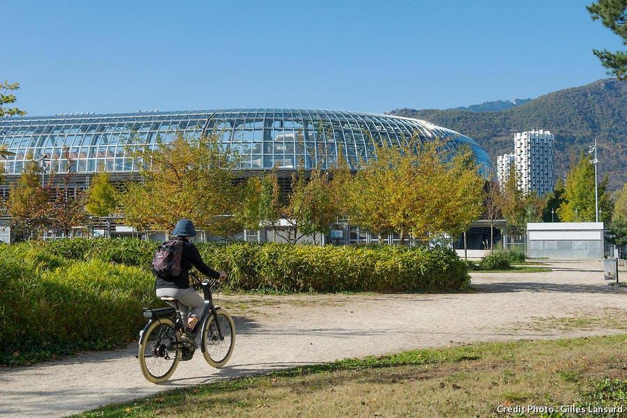 Piste cyclable vers le nouveau stade de Grenoble