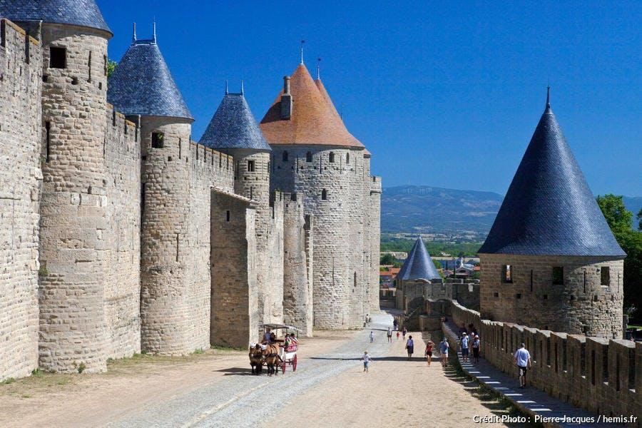 Carcassonne, les lices hautes entre les remparts