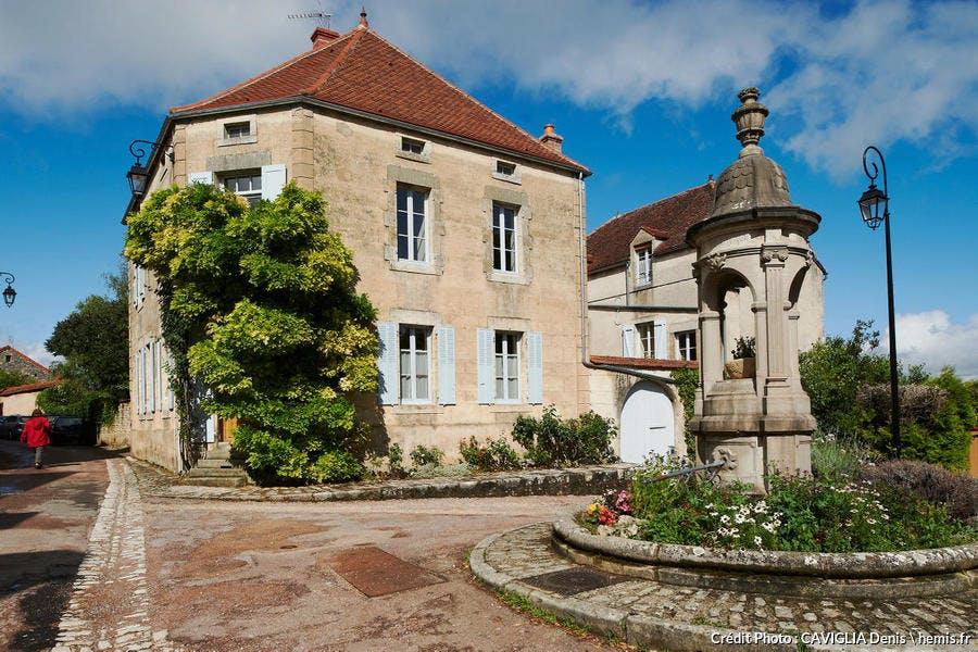 Le village de Flavigny-sur-Ozerain, en Côte d'Or, Bourgogne
