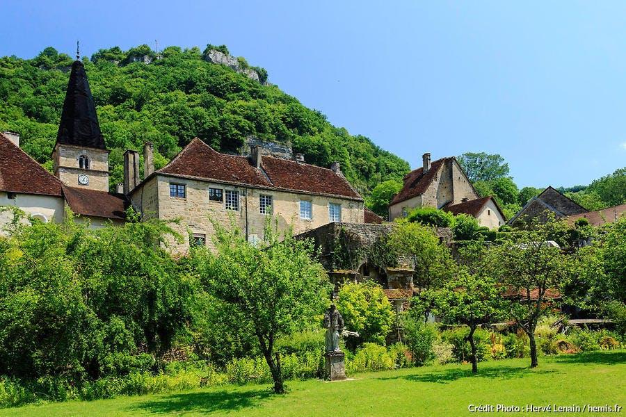 Abbaye et maisons de village de Baume-les-Messieurs (Jura)
