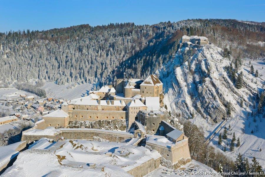 Le fort de Joux sous la neige (Doubs)