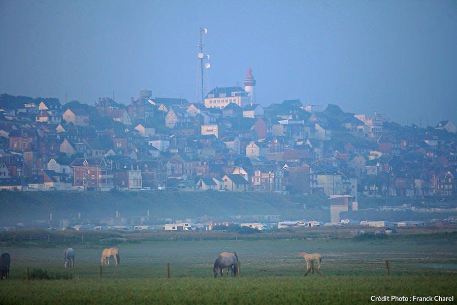 Le village d'Ault vu depuis le hable