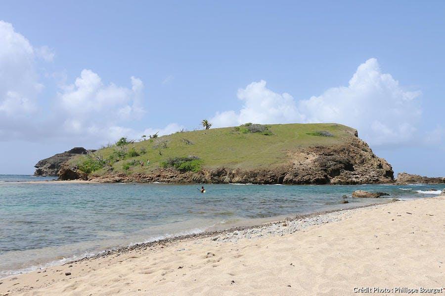 La plage de Pompierre, aux Saintes, en Guadeloupe