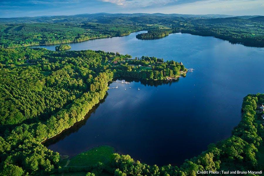 Vue aérienne dru lac de Settons dans le Morvan