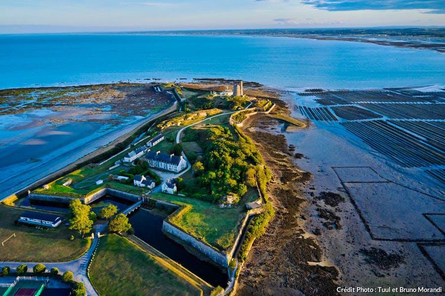 Les fortifications de la Hougue édifiées par Vauban à Saint-Vaast-la-Hougue