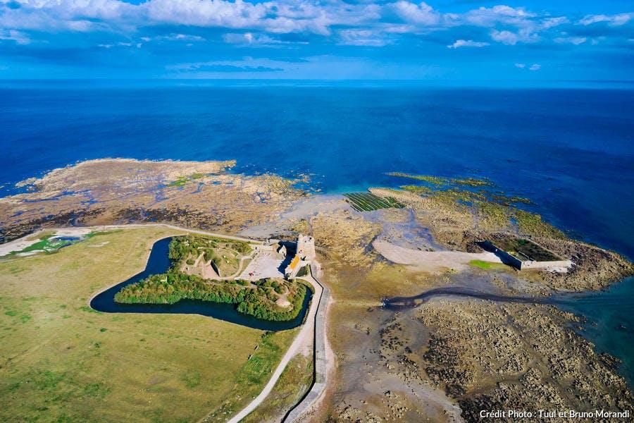 Tour de Benjamin de Combes, classée Patrimoine Mondial de l'UNESCO, sur l'île de Tatihou