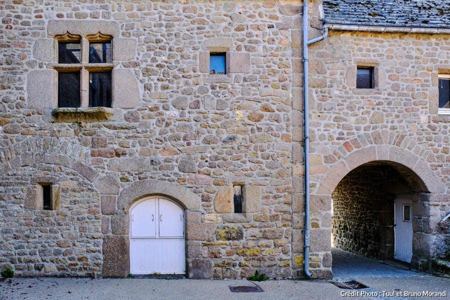 La cour Sainte-Catherine, à Barfleur, Normandie