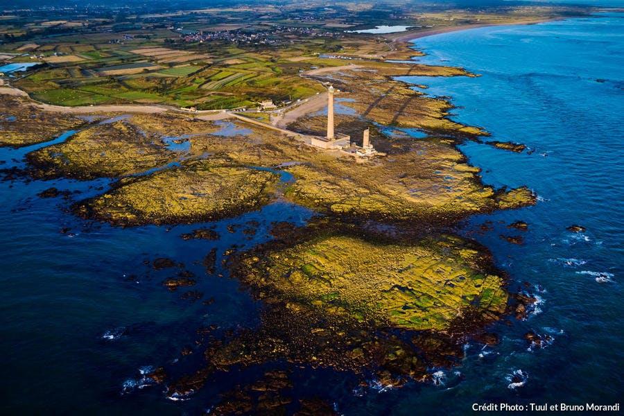 le phare de Gatteville ou phare de Gatteville-Barfleur et le sémaphore situés à la pointe de Barfleur