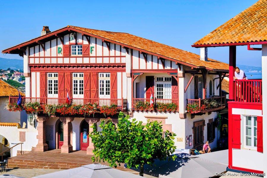 La place de la mairie de Bidart