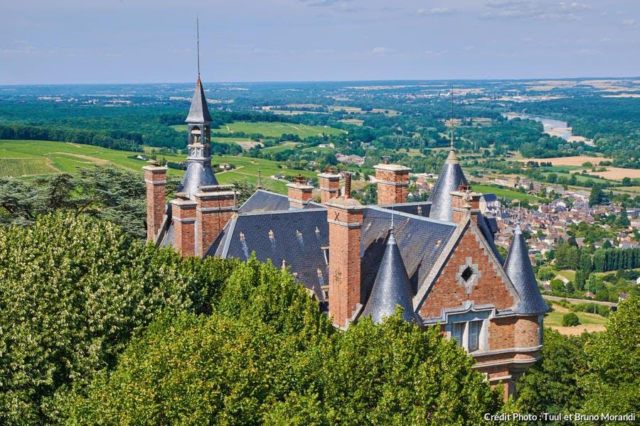 Panorama depuis le sommet de la tour des Fiefs, vue sur le château de Sancerre, Saint-Satur et la Loire (Cher)
