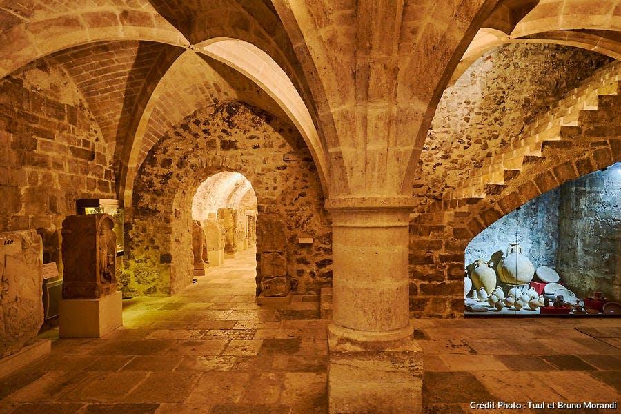 Collections gallo-romaines du musée de Sens dans le sous-sol du palais des Archevêques