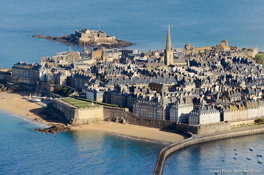 La vieille ville fortifiée de Saint-Malo, en Bretagne