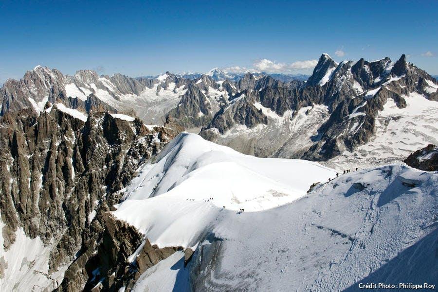 Glacier de Talèfre, le Triolet , les Grandes Jorasses , la Dent du Géant et glacier des Périades, depuis l' Aiguille du Midi.
