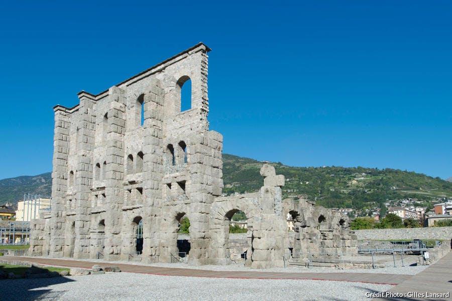 Les ruines du théatre romain à Aoste